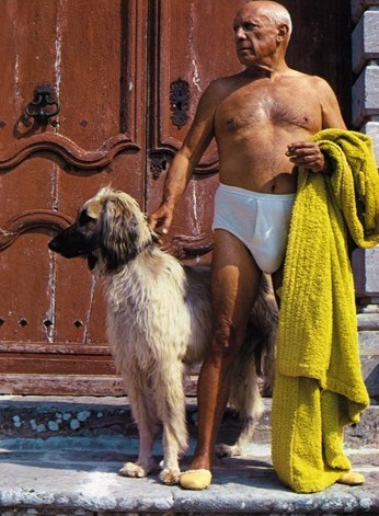 david_douglas_duncan_picasso__with_his_afghan_hound_kabul_on_the_front_steps_of_chateau_de_vauvenargues__1962