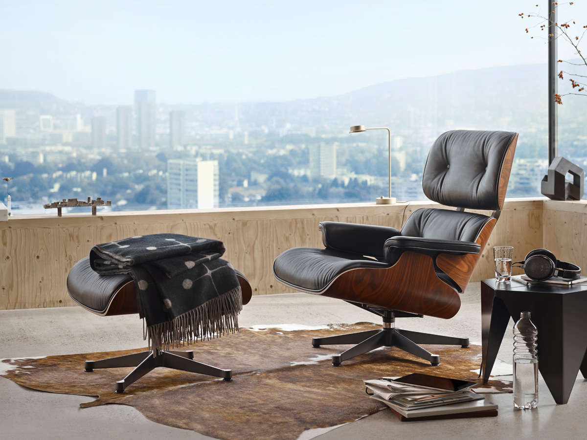 Vitra-Eames-Lounge-Chair-Santos-Palisander-Lifestyle-1