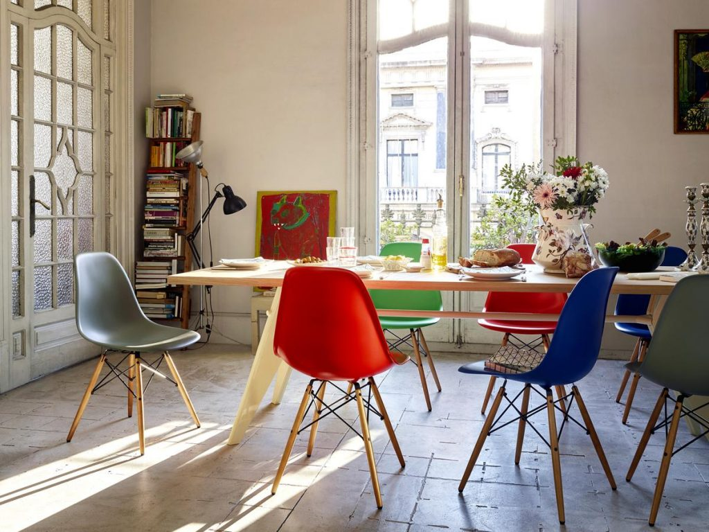 vitra-eames-plastic-chair-family-05_zoom