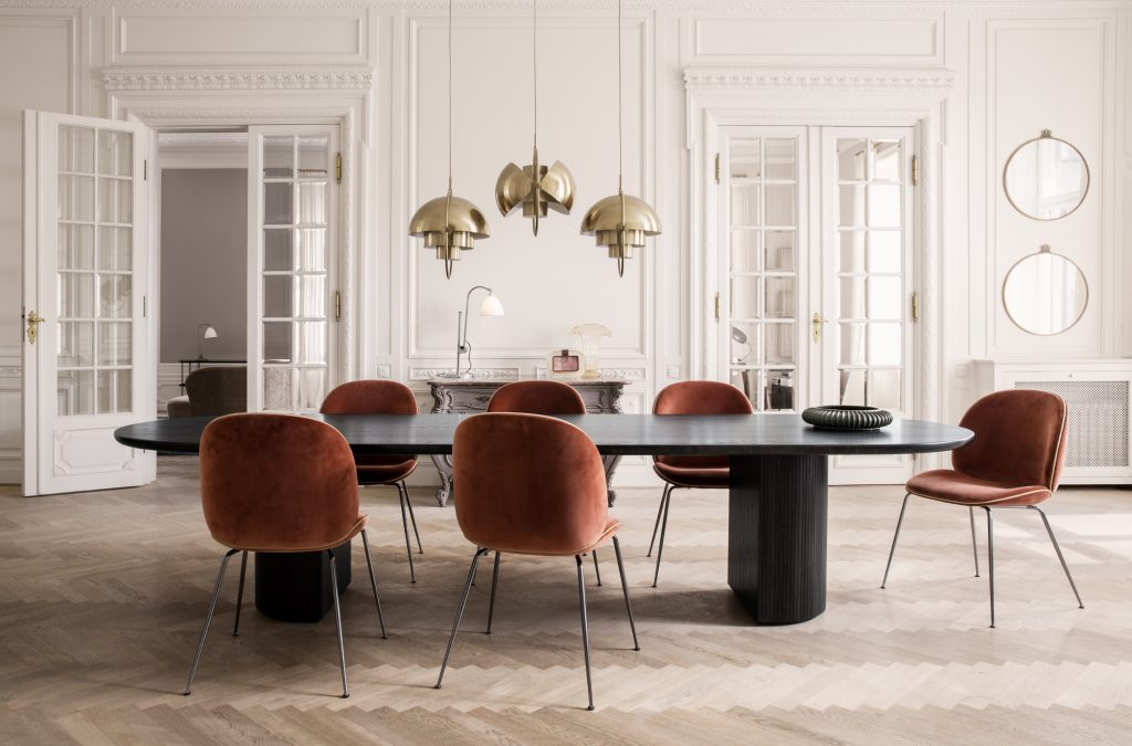 Randaccio+Mirror+-+Ø60_Beetle+Chair+-+Velluto+641+piping+Luca+G066_017_Moon+Dining+Table+-oil_Multi-Lite+-+brass_Bestlite+BL1+-+bone+chaina+brass_on