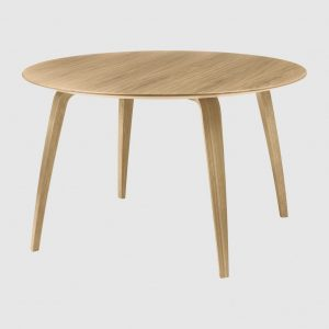 GubiDiningTable_DiningTable_Round_WoodBase_Oak_Wood_Oak_1024x1024-2